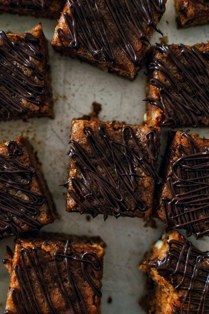 Hazelnut-choco chip Blondies!